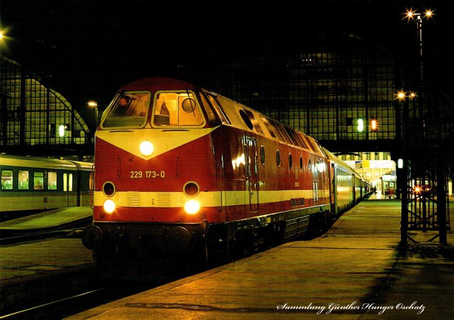 Diesellokomotive 229 173 mit IC 805