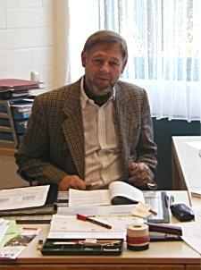 Herr Lohmann am Schreibtisch