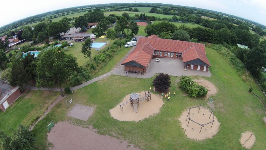 Luftbild der Schule