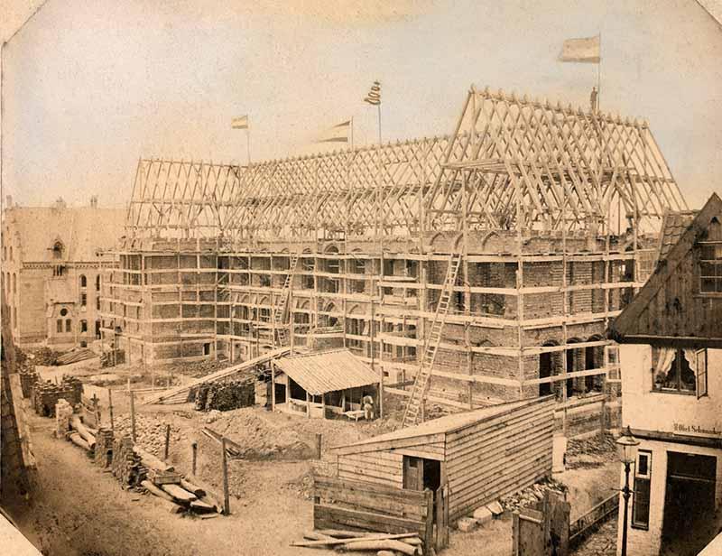 Domschule 1868 im Bau