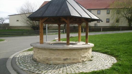 Dorfbrunnen von Kleinbocka