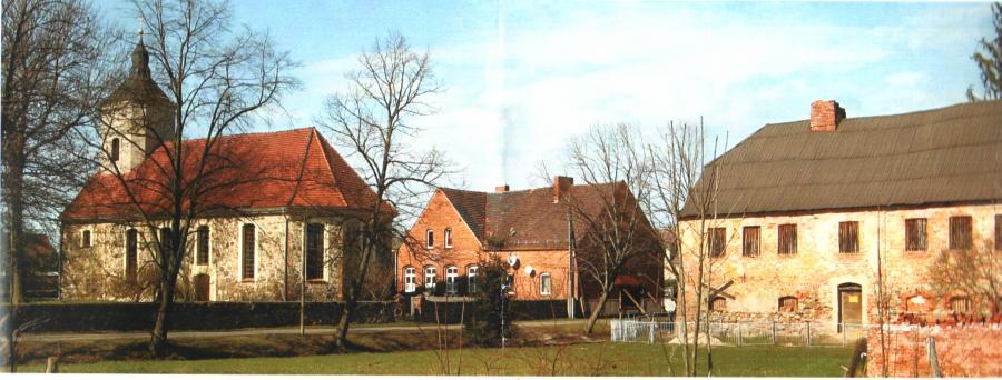 Gebäude-Ensemble Kirche, Schule und Pfarrhaus 2007