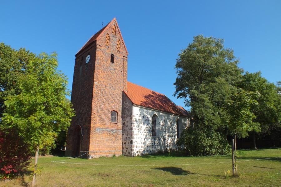 Dorfkirche Buckow bei Großwudicke Sommer
