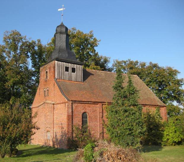 Dorfkirche Landin Sommer