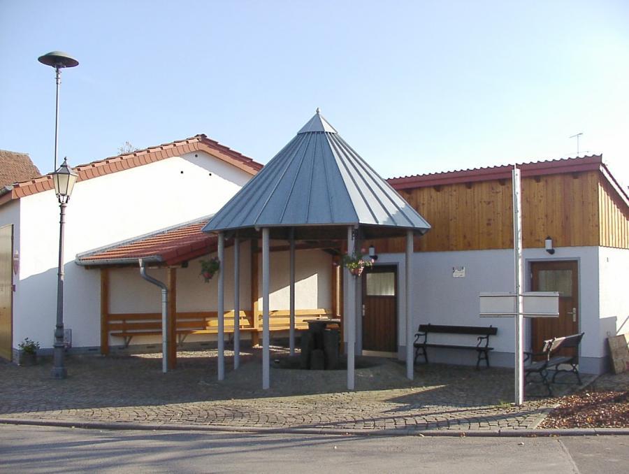 Brunnenplatz Niederthalhausen