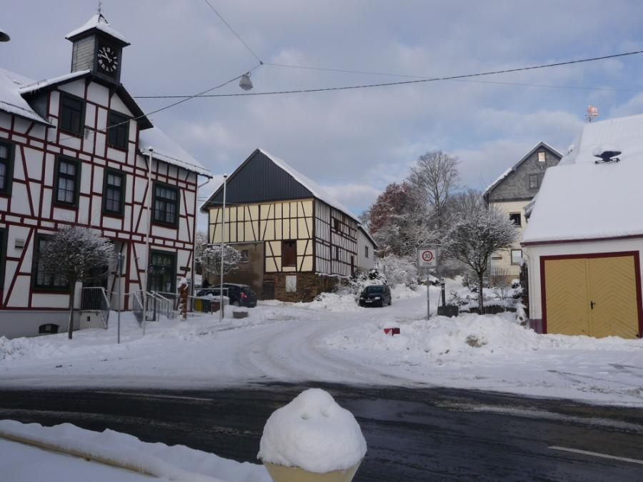Dorfplatz im Winter