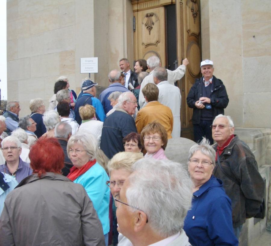 ...Zugang Frauenkirche