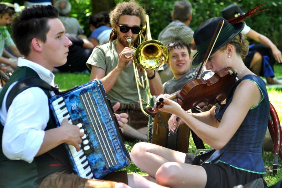 drumherum- Das Volksmusik-Spektakel in Regen