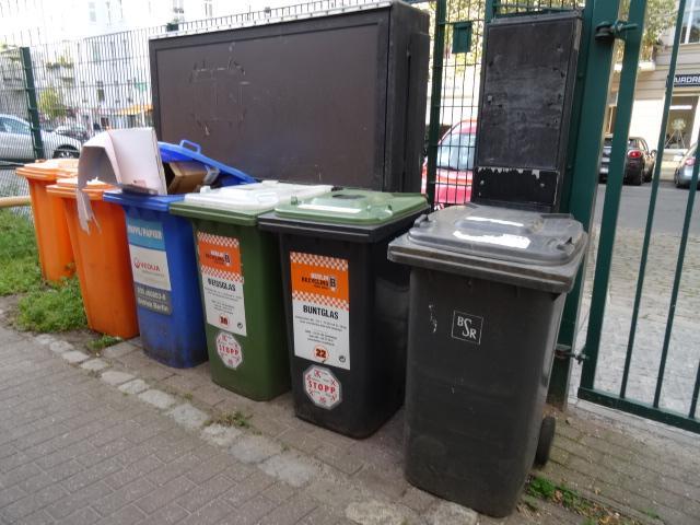 Mülltonnen vom Spielhaus Schillerstraße
