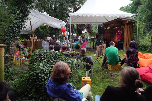 Stellwerkgarten mit Gästen