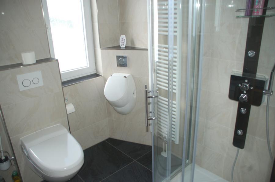 Toilette, Urinal und Wellnessdusche
