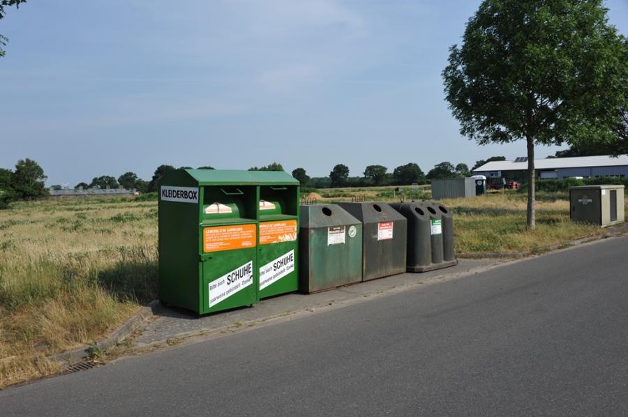 Altlas- und Textil-Container im Sandkamp Kiebitzreihe