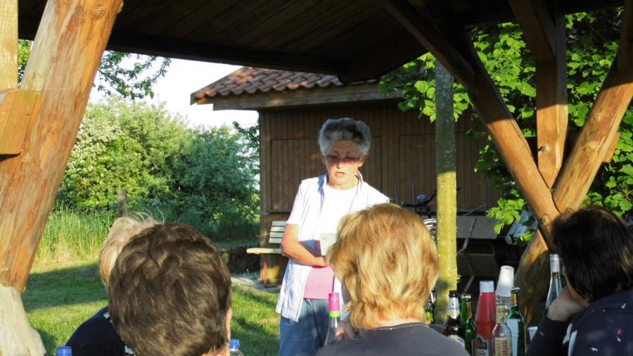 Frau Diedrich bei einer Minilesung für uns
