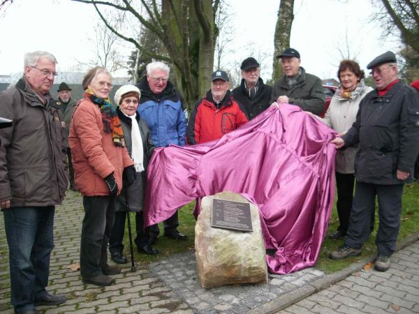 Foto: Erinnerungsstein mit Informationstafel an dem ehemaligen Wüstungsort Leutenhausen