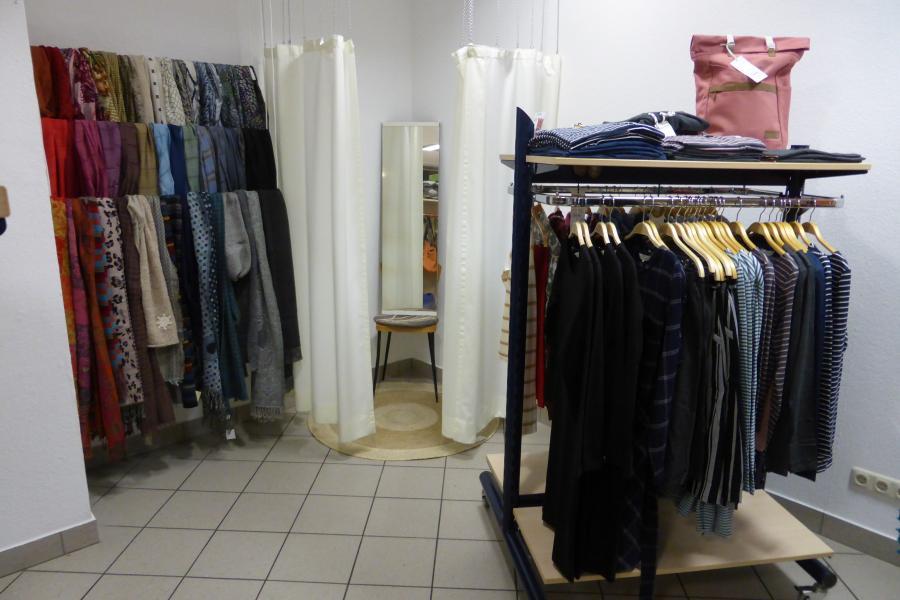 Unsere neue Textilecke mit Umkleidekabine