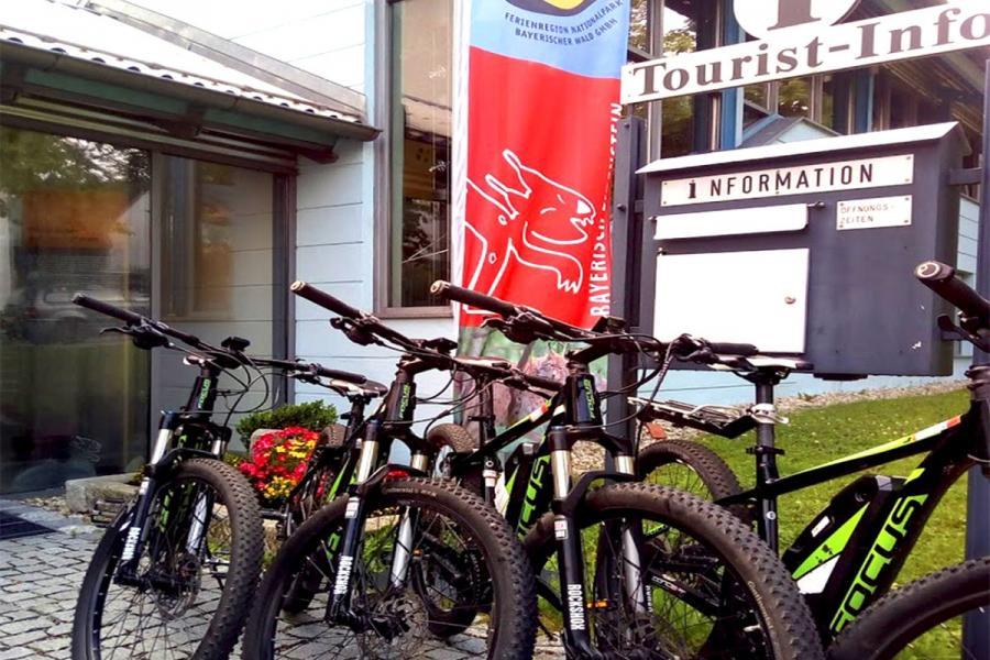 E-Bike-Verleih an der Tourist Info Bayerisch Eisenstein