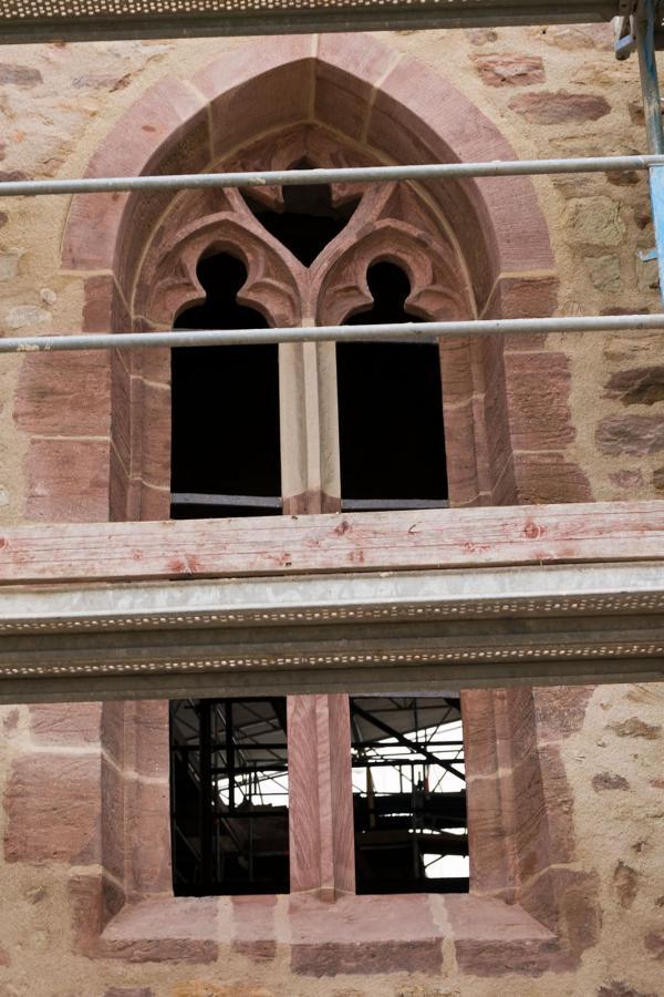 Restauriertes Spitzbogenfenster