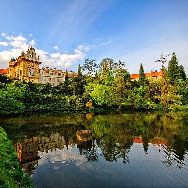 Schloss und Arboretum in Průhonice