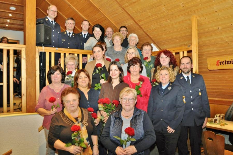 Die FF Mainklein ehrte 20 Frauen und Männer für ihre 20jährige Mitgliedschaft.