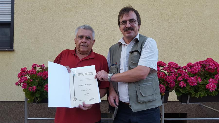 Auszeichnung von Sportfreund Werner Wunderlich durch den Vereinsvorsitzenden Uwe Drese