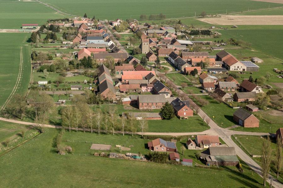 Ein typisches Dorf in Brandenburg von oben, Quelle ideengrün  markus pichlmaier)