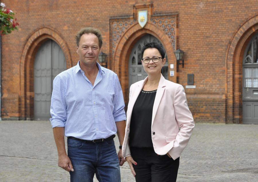 Stadtverordnetenvcorster Frank Döring & Bürgermeisterin Annett Jura | Foto: F. Ellmenreich, 2018
