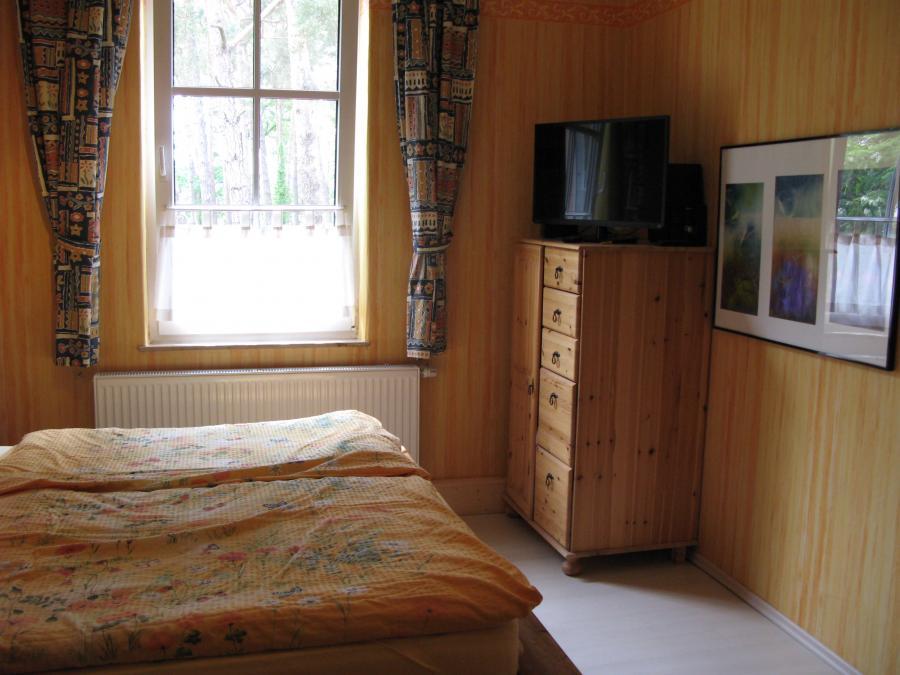 Elternschlafzimmer Fewo OG mit TV