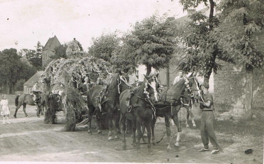 Erntefest Zinndorf um 1950