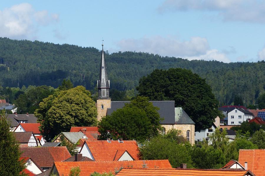 Kirche Breitenbach fern