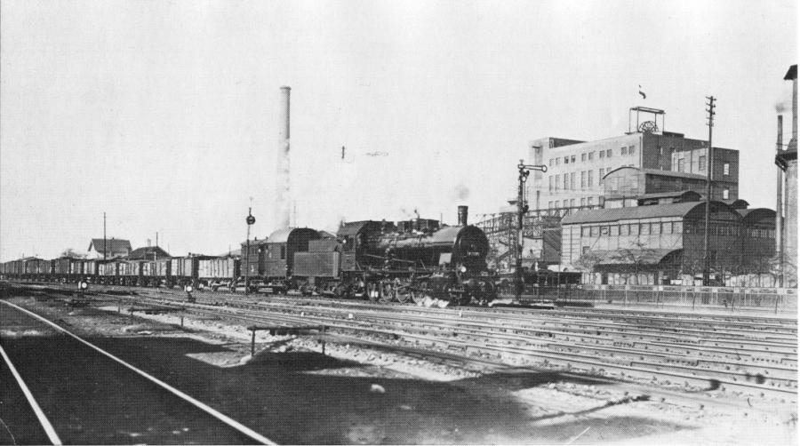 Lok der Baureihe 57 2270im Jahre 1933 vor der Zeche Caroline, später Eisenwerk Caroline der Firma Vincenz Wiederholt