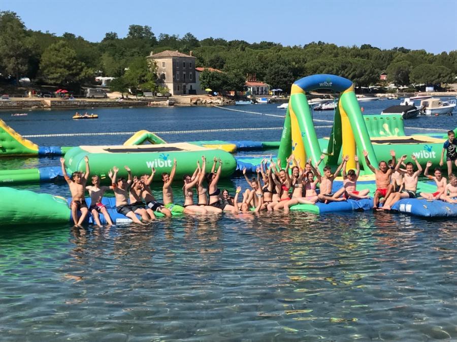 Im Wasser-Action-Park