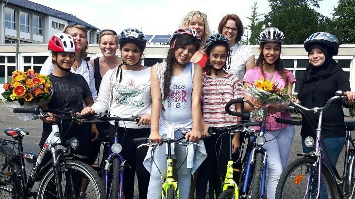 Die Caritasstiftung Bonn ermöglicht 7 Mädchen einen Fahrradkurs und jedem Mädchen ein eigenes Fahrrad.
