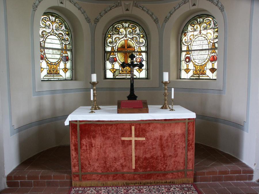 Altar und Jugendstilfenster