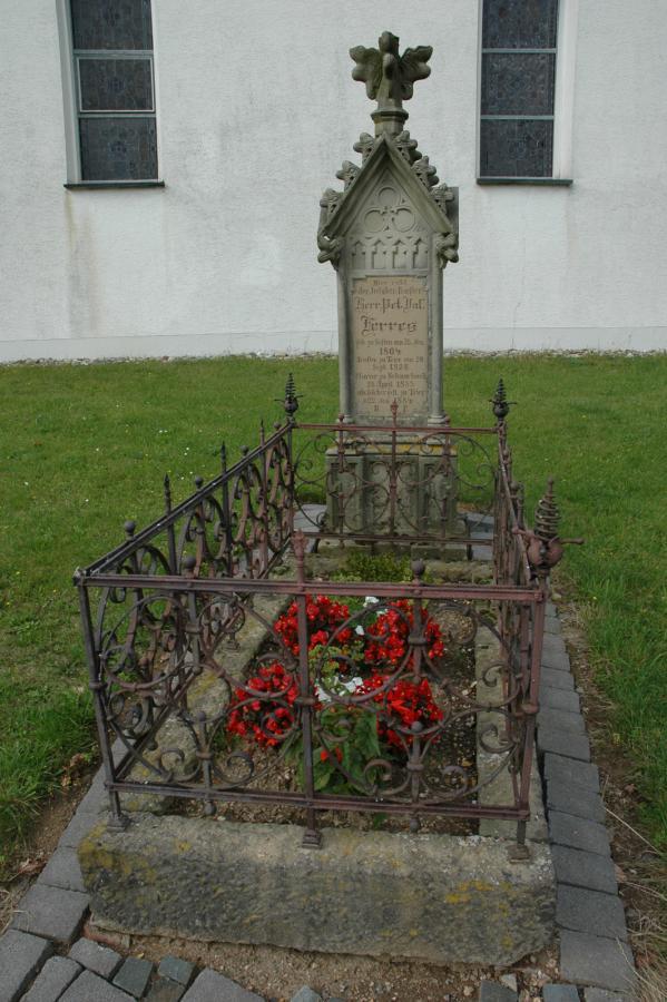 Grab Pfarrer Ferres