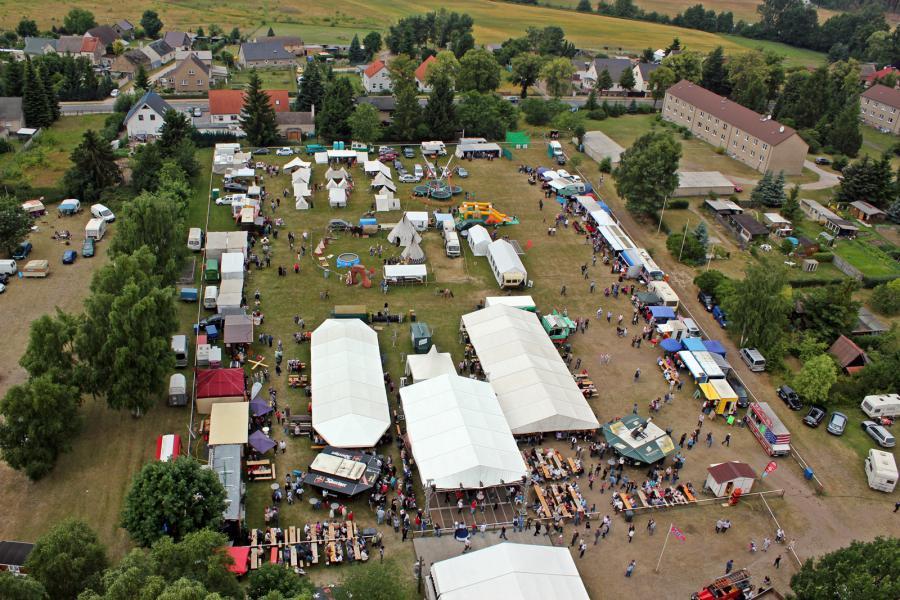 Der Festplatz beim Country- und Truckerfest in Friedersdorf.