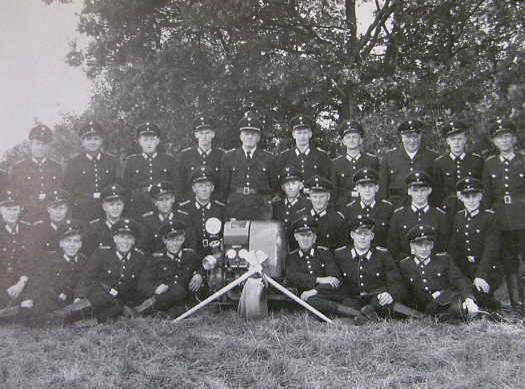 Freiwillige Feuerwehr Besdorf 1959 mit der Motorspritz