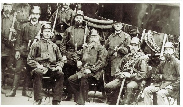 Mitglieder der Turner-Feuerwehr um 1873