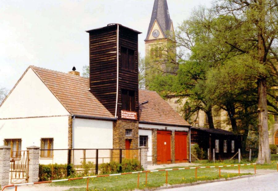 Das alte Gerätehaus in der Lindenstraße Ende der 80er Jahre.