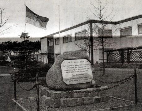 Ein Gedenkstein im Fliegerhorst Holzdorf erinnert an den historischen Tag im Januar 1995