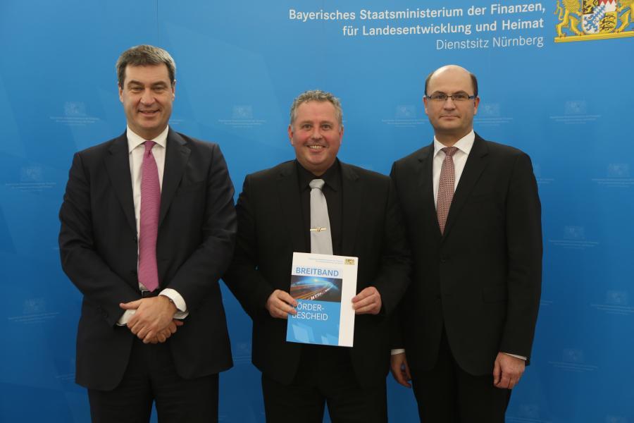 Übergabe Zuwendungsbescheid durch Staatsminister Söder