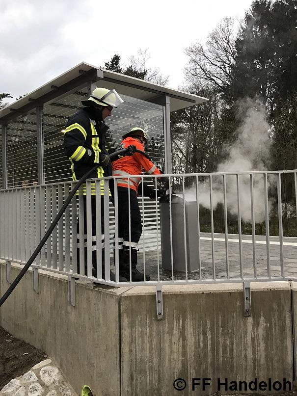 F1 - Brennt Mülleimer, 01.04.2017