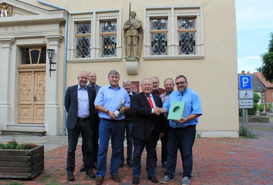 Bürgermeister und Wirtschaftsbeirat gratulieren Fa. SLM, Herrn Brüsch als eines der 100 innovativsten Unternehmen