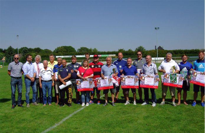 Gruppenfoto: Fairplay-Sieger, Vertreter Sparkasse Burgenlandkreis, Vertreter MZ, KFV Vorstand