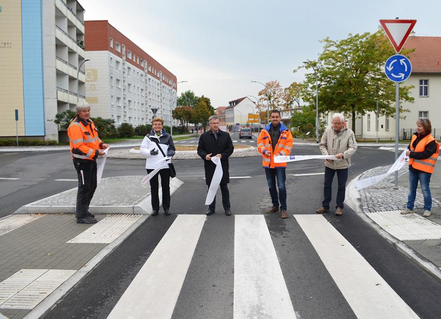 Band durchschnitten und freigegeben: Am 9.12. wurde der Kreisverkehr am Knotenpunkt Sachsenhausener/Rungestr. übergeben
