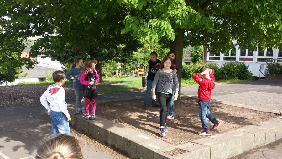 Friedloser Kids-Club spielt Verstecken