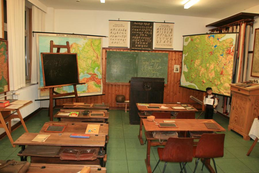 Klassenraum in früheren Zeiten