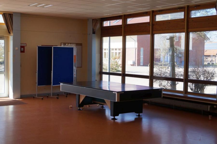Billardtisch in der Pausenhalle