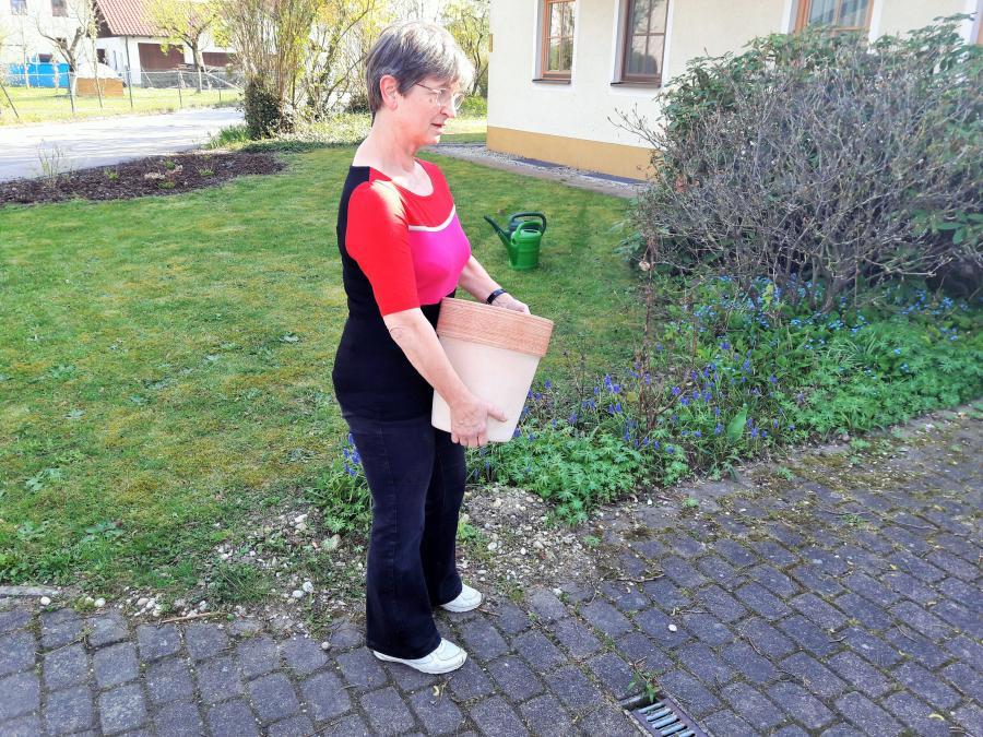 Gerlinde_kaupa_zeigt_tipps_gegen_rückenschmerzen