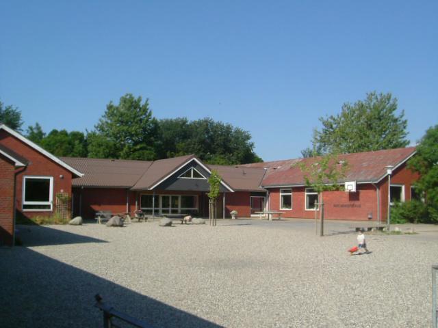 und das Gemeindehaus Hans Momsen.