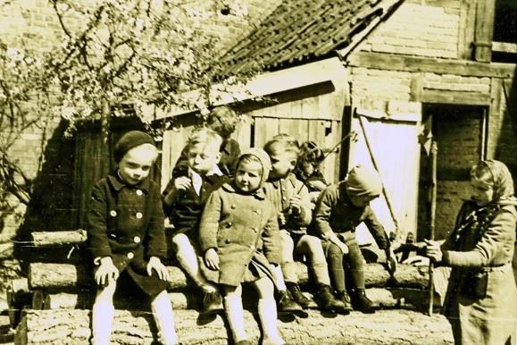 Fröhliche Kinder in einer furchtbaren Zeit (1943-1944)